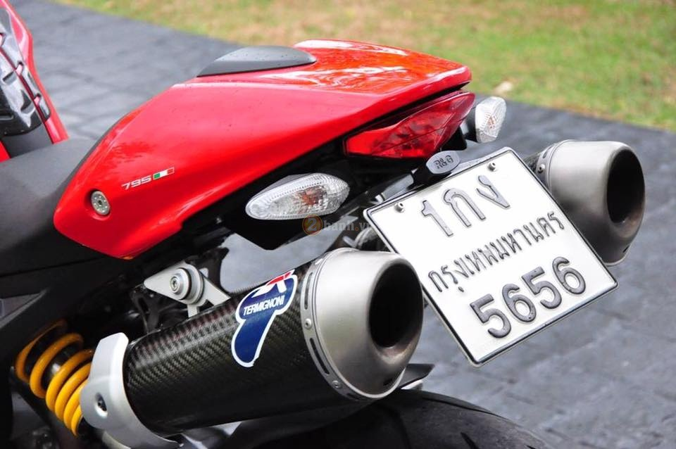 Ducati Monster 795 trong ban do full option day phong cach - 13