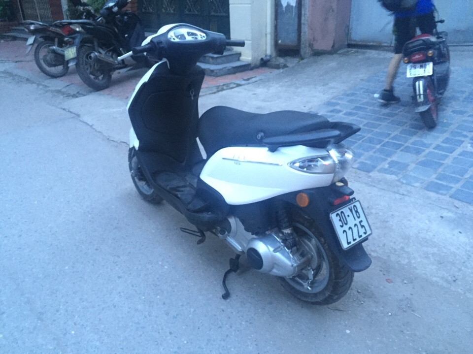 Fly 125cc nhap khau Y mau trang doi chot 2010 xi nhan trang 2 day ga - 5