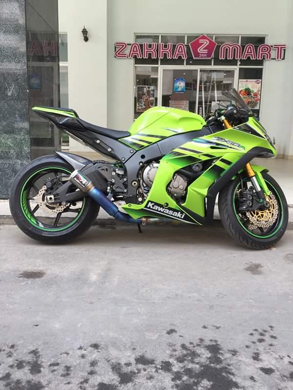 Kawasaki ZX10R chat choi voi sung Austin Racing ham ho