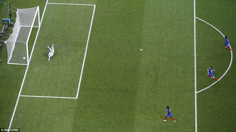 Khoanh khac Ronaldo va cac dong doi ngat ngay tren dinh chau Au - 3