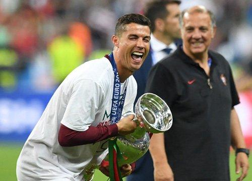 Khoanh khac Ronaldo va cac dong doi ngat ngay tren dinh chau Au - 17
