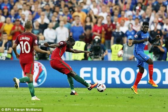 Khoanh khac Ronaldo va cac dong doi ngat ngay tren dinh chau Au - 2