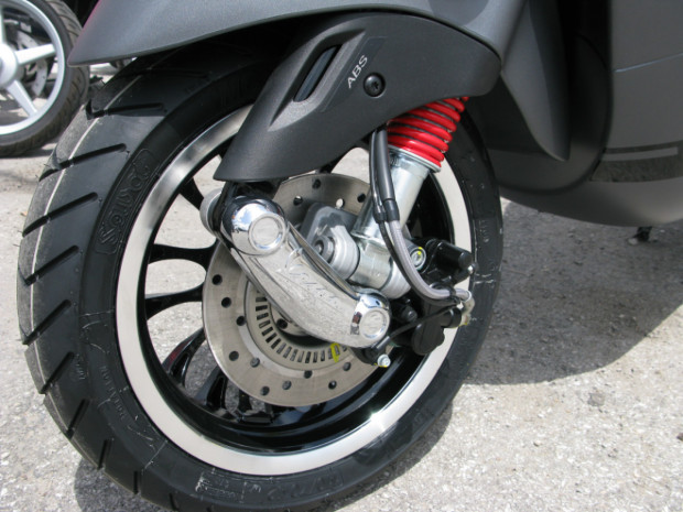 Vespa sprint ABS new 25 trieu - 2