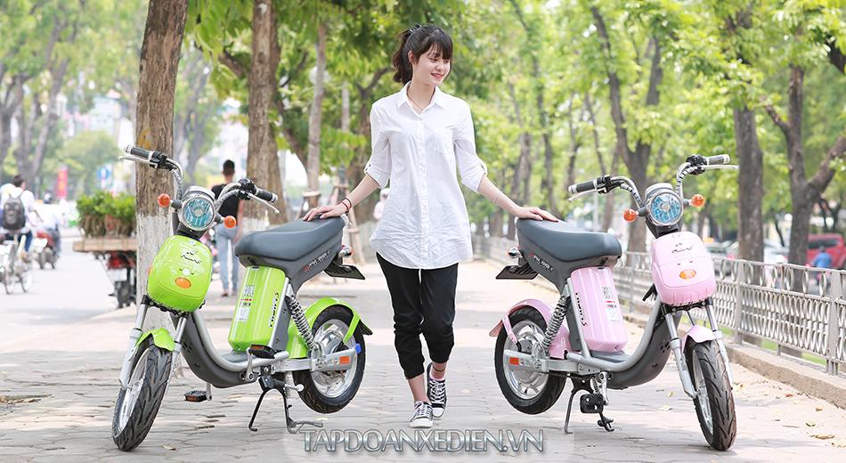 Phu huynh chen chan mua xe dien cho con em minh - 4