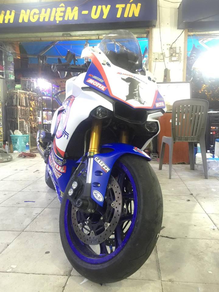Yamaha R1 long lay voi bo ao dau cung dan po hang hieu - 6