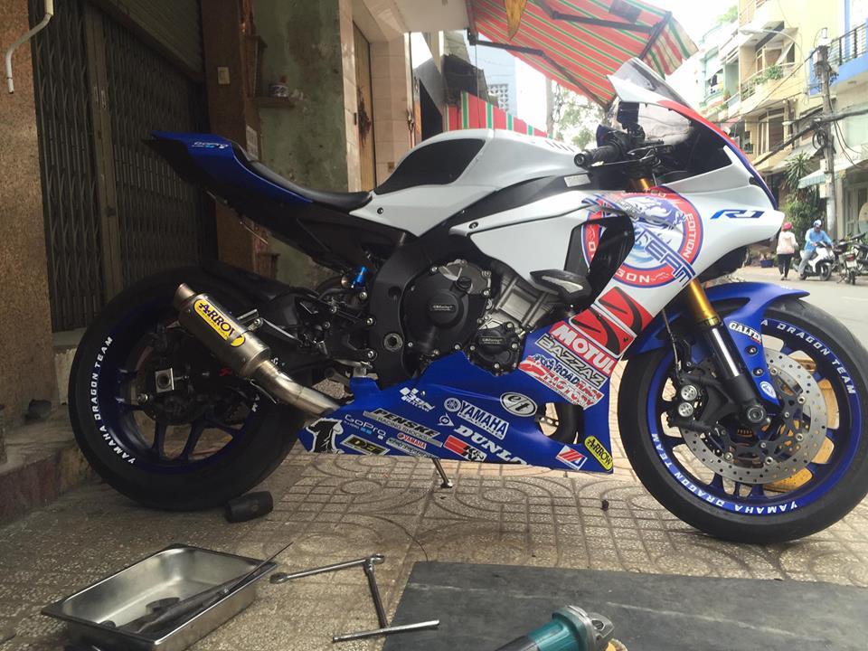 Yamaha R1 long lay voi bo ao dau cung dan po hang hieu - 11