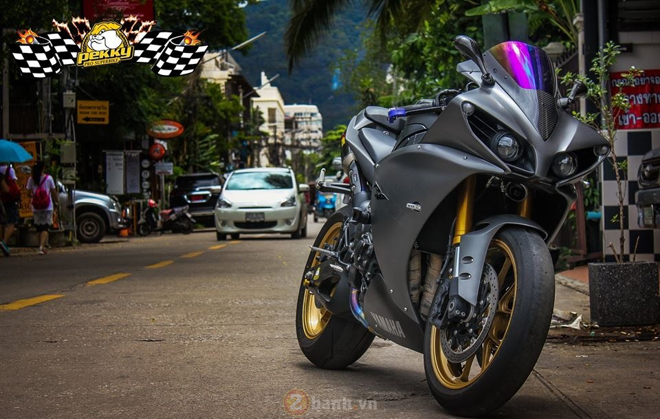 Yamaha R1 phien ban cu sieu ngau trong ban do cuc chat den tu Thai
