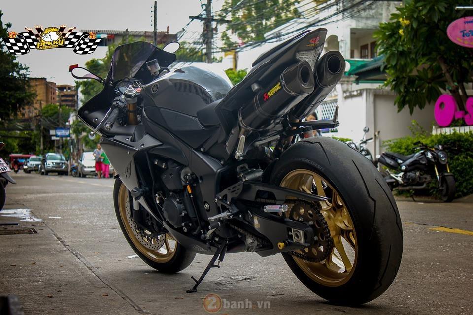 Yamaha R1 phien ban cu sieu ngau trong ban do cuc chat den tu Thai - 9