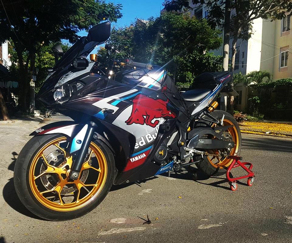 Yamaha R3 dam chat the thao voi phien ban Redbull cua biker Da Nang