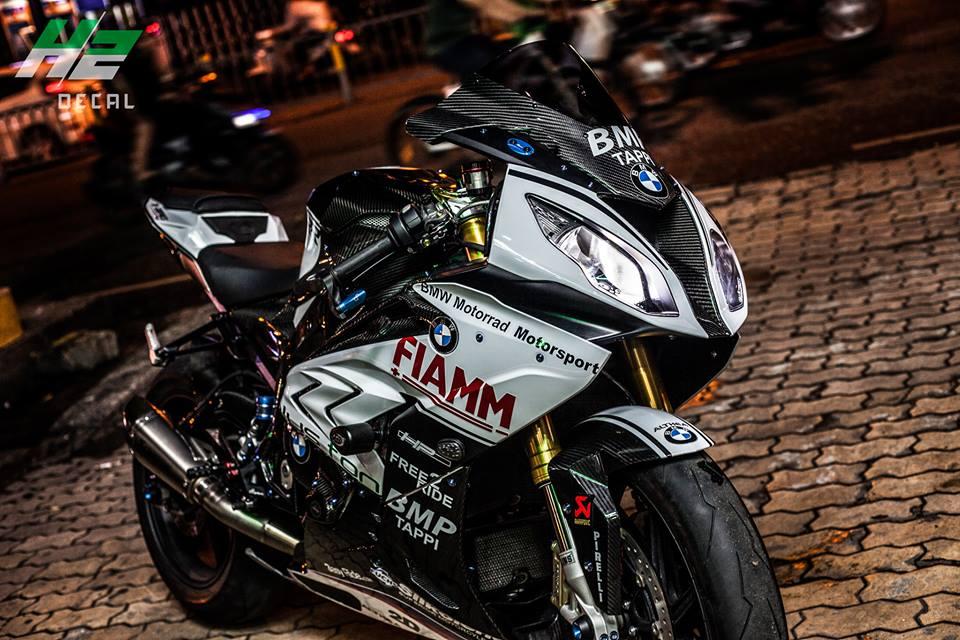 BMW S1000RR dang cap dam chat san dua - 5