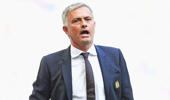 Den cuoi thang 8 Mourinho muon day di it nhat 8 cai ten nua