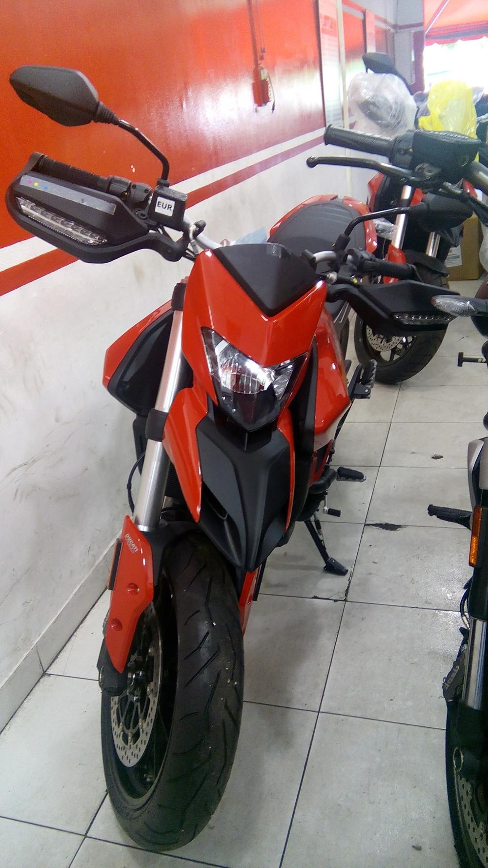 Ducati Hyper 939 - 2