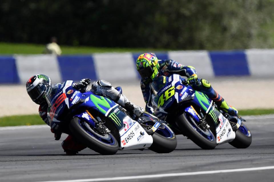 Hinh anh xe dua M1 va tay dua Jorge Lorenzo cua Team Movistar Yamaha - 3