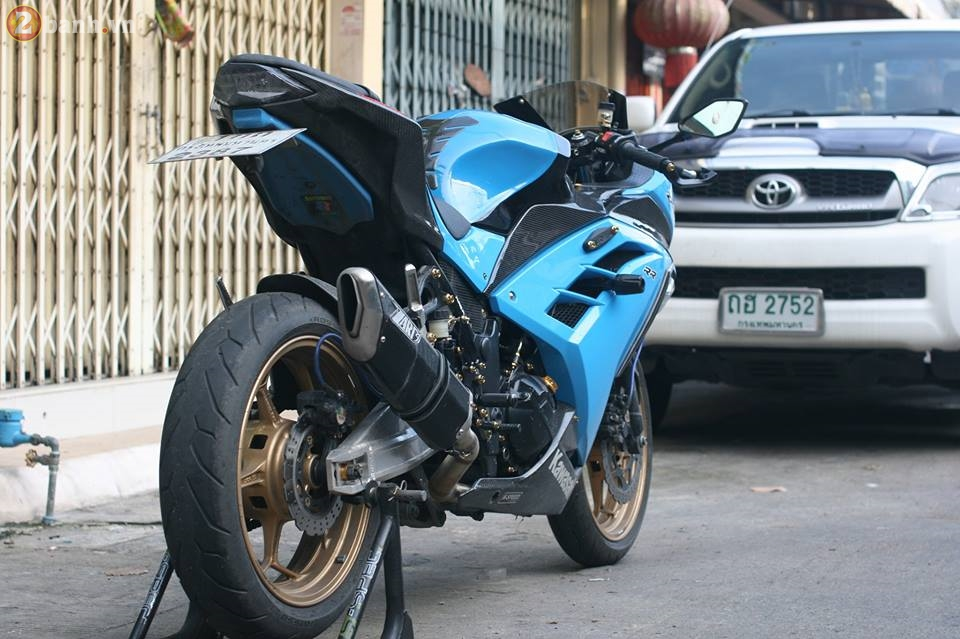 Kawasaki Ninja 300 cuc chat trong sac xanh day noi bat - 13