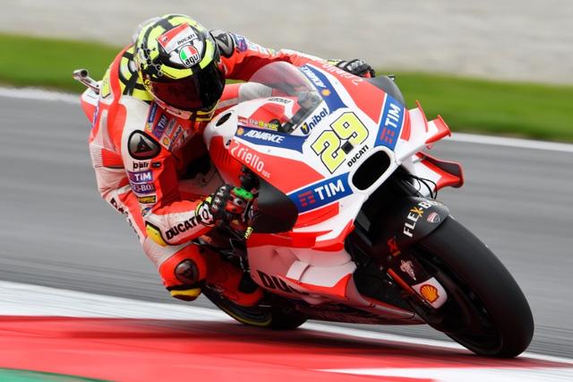 Ket qua phan hang MotoGP Andrea Iannone co pole dau tien - 9