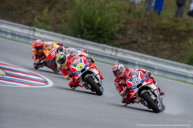 MotoGP Viec lua chon lop xe rat quan trong trong dieu kien duong dua uot - 2
