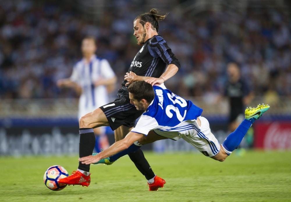 Real Madrid Vang Ronaldo da co Gareth Bale dua duong chi loi