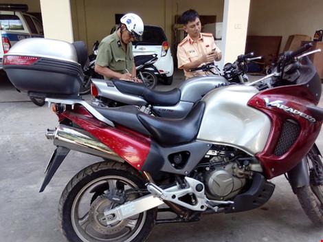 Xe PKL khong giay to bi bat o Da Nang - 3