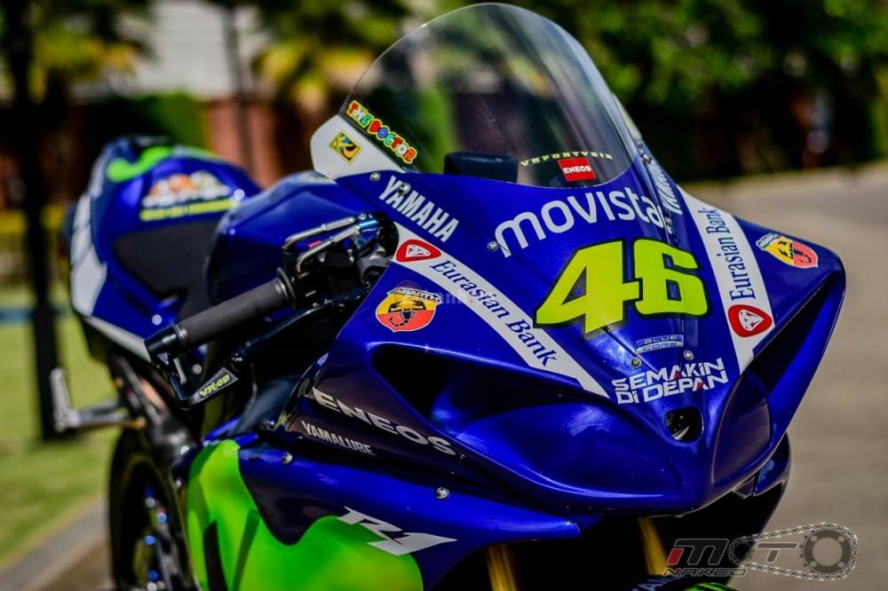 Yamaha R1 sieu chat trong phien ban Movistar MotoGP - 4