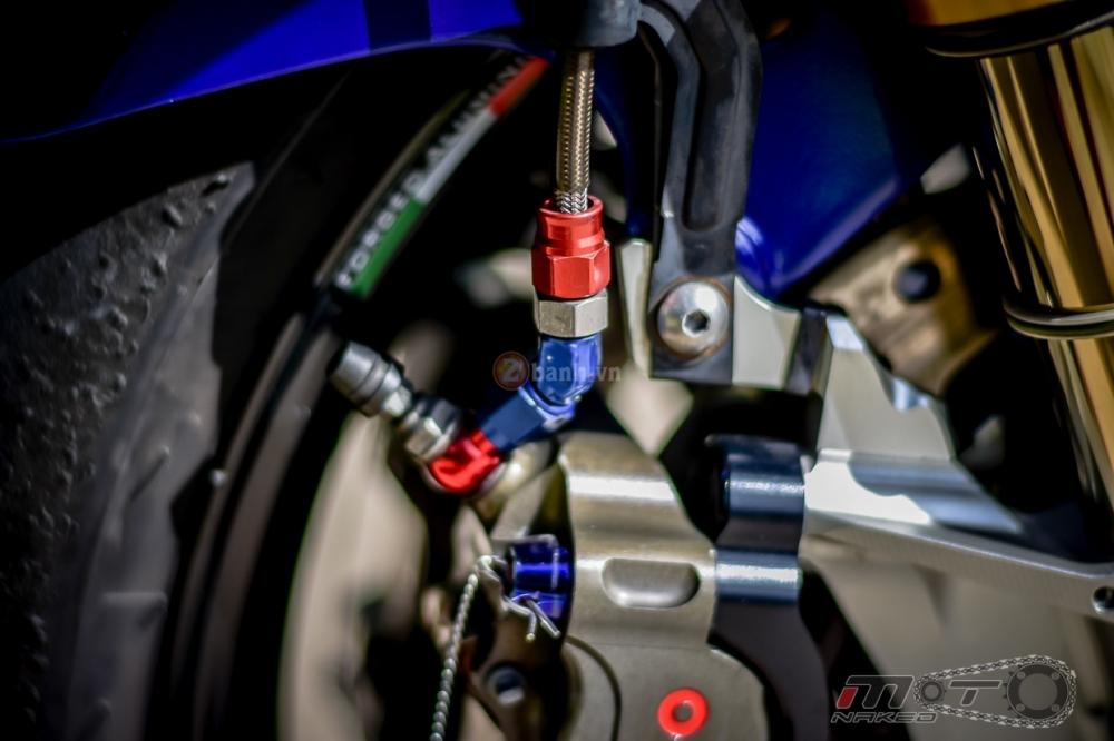Yamaha R1 sieu chat trong phien ban Movistar MotoGP - 14