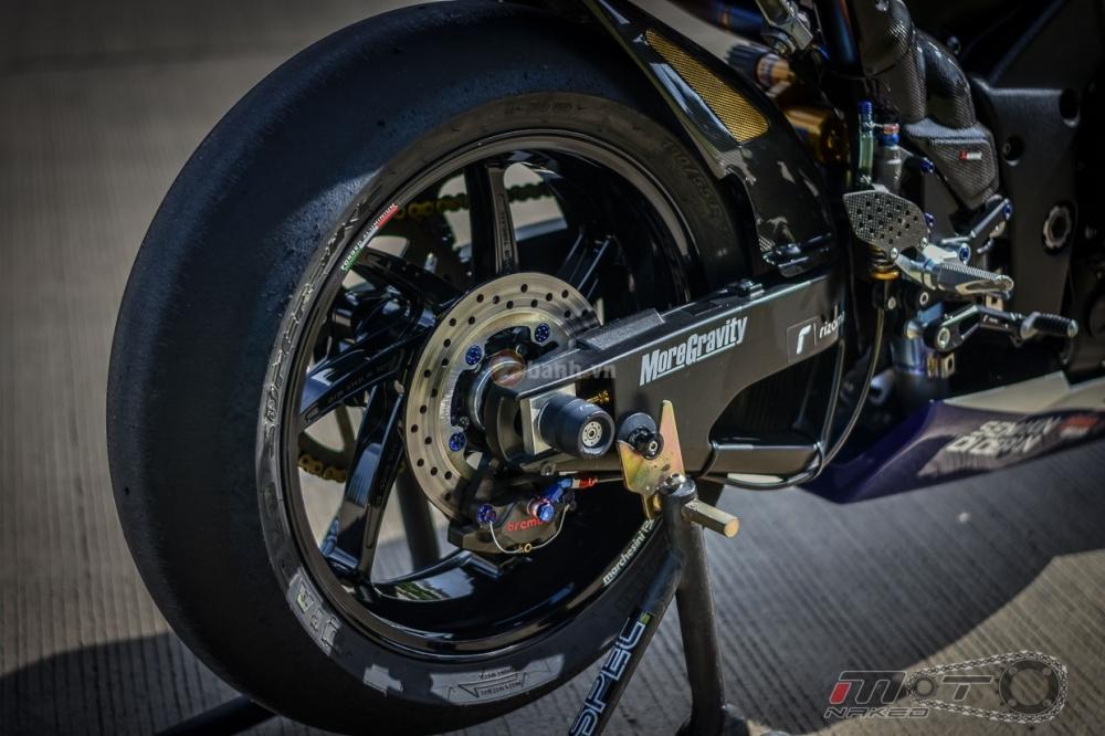 Yamaha R1 sieu chat trong phien ban Movistar MotoGP - 18