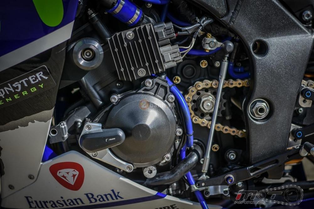 Yamaha R1 sieu chat trong phien ban Movistar MotoGP - 24
