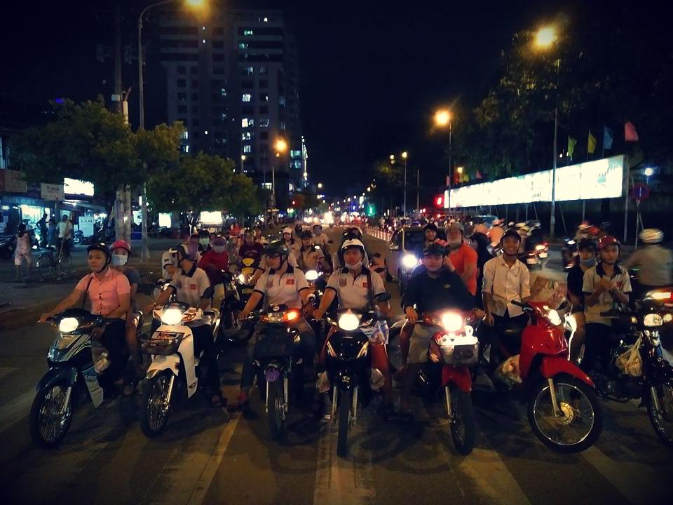 Club Wave Dream Friend Ships HCM City vui tet Trung Thu cung ba con vo gia cu