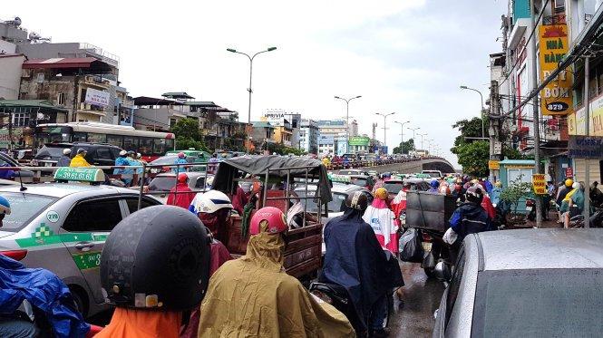 Ha Noi len phuong an cam xe may ngoai tinh - 2