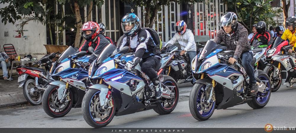 Hang chuc chiec PKL di chuyen hoanh trang truoc them 0209 - 3