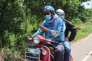 Hoi uc chuyen di phuot nuoc ngoai dau tien bang xe may