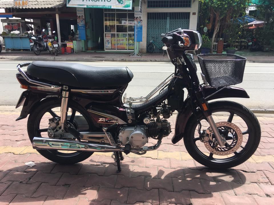 Honda Super Dream huyen thoai voi nhung do choi the thao