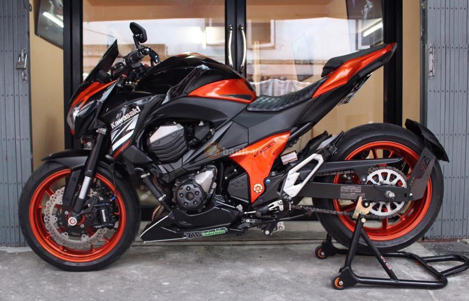Kawasaki Z800 den cam voi doi mat thu sinh - 15
