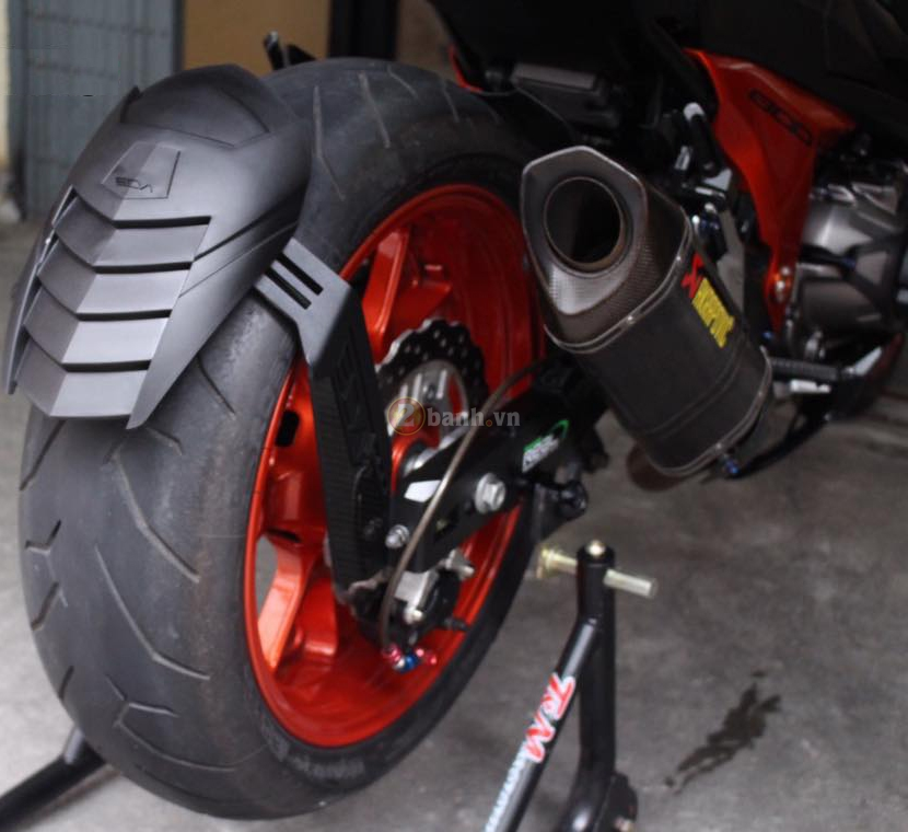 Kawasaki Z800 den cam voi doi mat thu sinh - 14