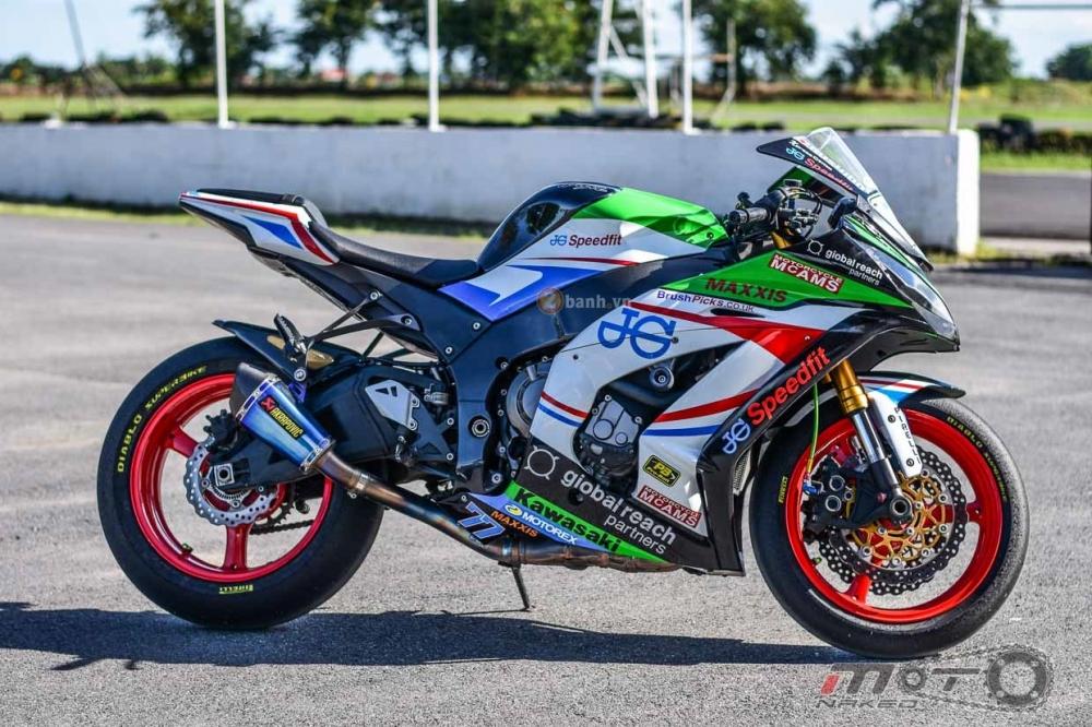Kawasaki ZX10R do phien ban JG Speedfit dam chat xe dua