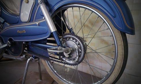 Motobecane AV88 la mau xe trong gia dinh AV cua Mobylette thuoc nhung nam 1950 - 7