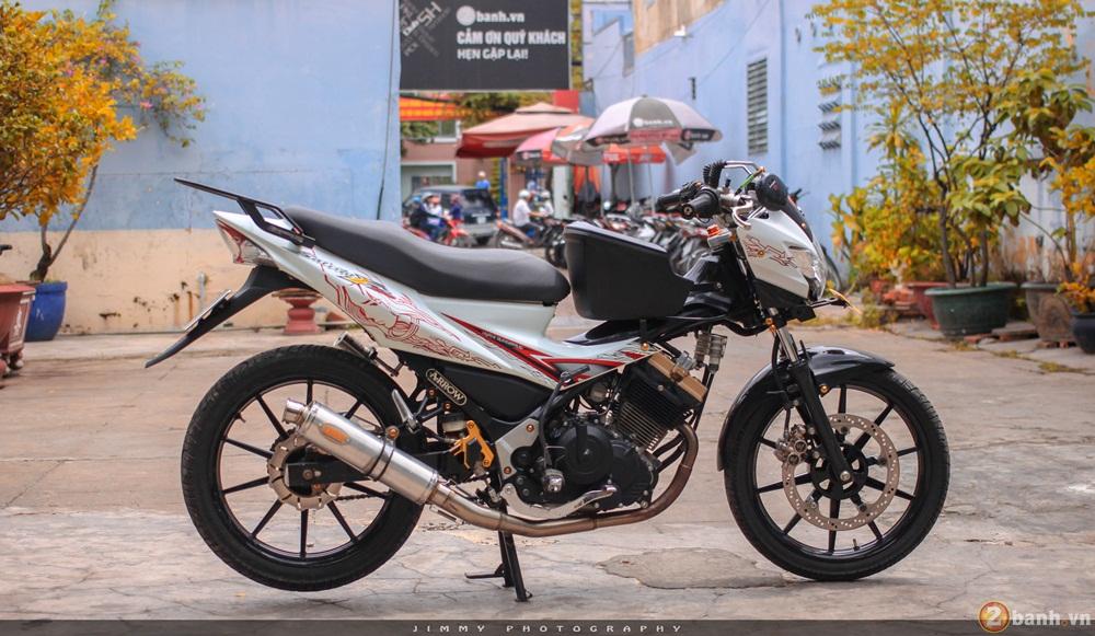 Satria F150 phien ban trang Ngoc Trinh cua tay choi Sai Gon