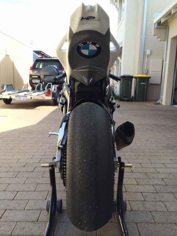 Sieu xe BMW S1000RR chiec xe chi de chay choi choi trong truong - 3