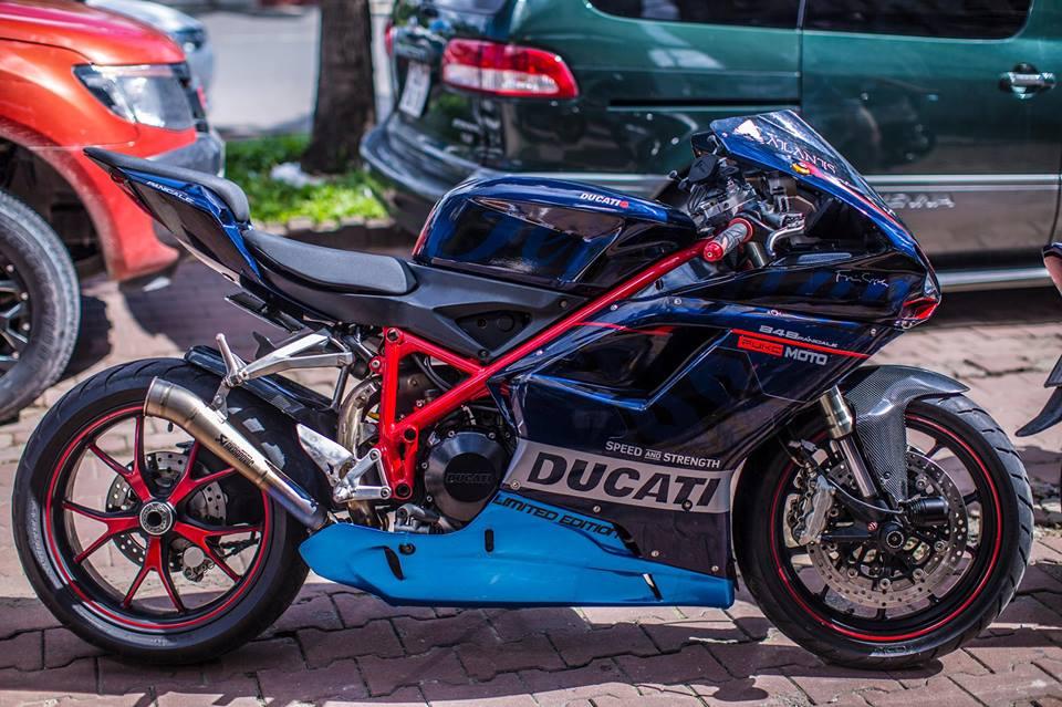 Hang doc Ducati 848 len duoi 899 chat lu