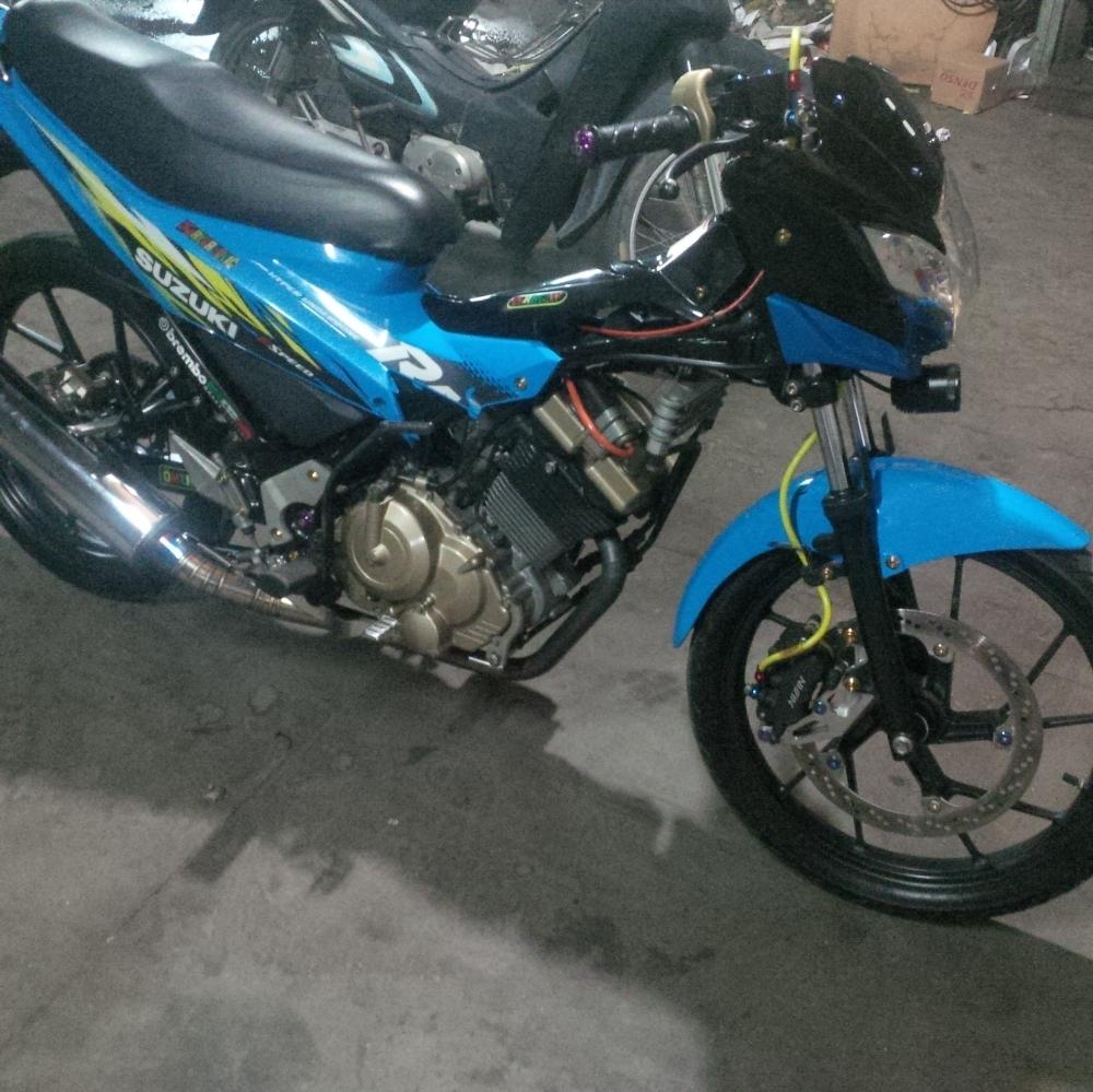 Suzuki Raider 150 do heo truoc Honda Sh