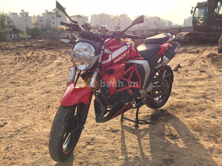 Chiec FZS do phong cach moto Ducati Monster