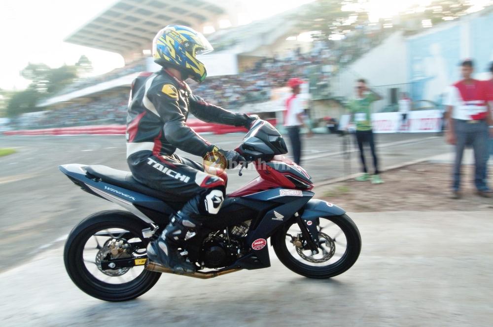 Winner 150 net po vang troi trong giai dua Honda tai Dong Thap - 7