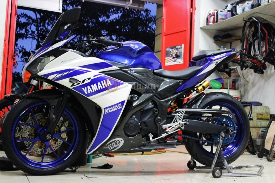 Yamaha R25 trong ban do cuc chat den tu Indonesia