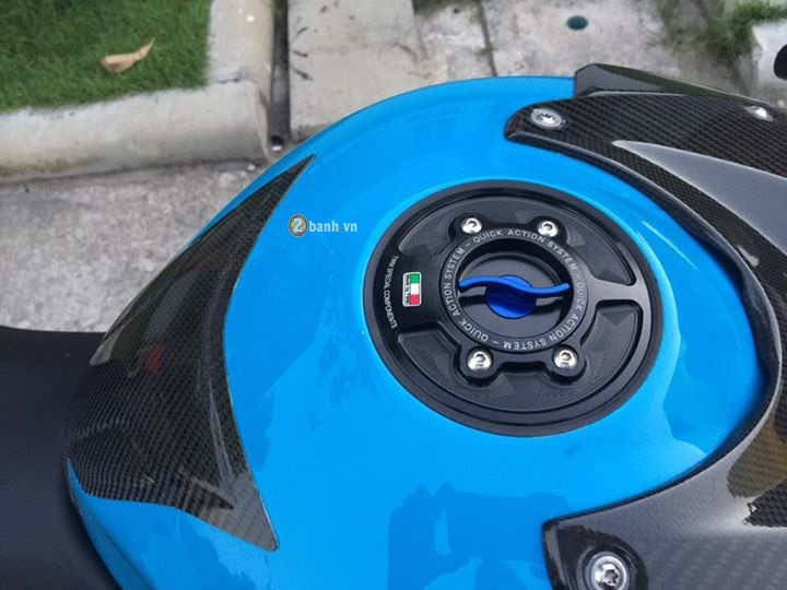 BMW S1000RR do khung den an tuong voi phien ban Ice Bolt - 5