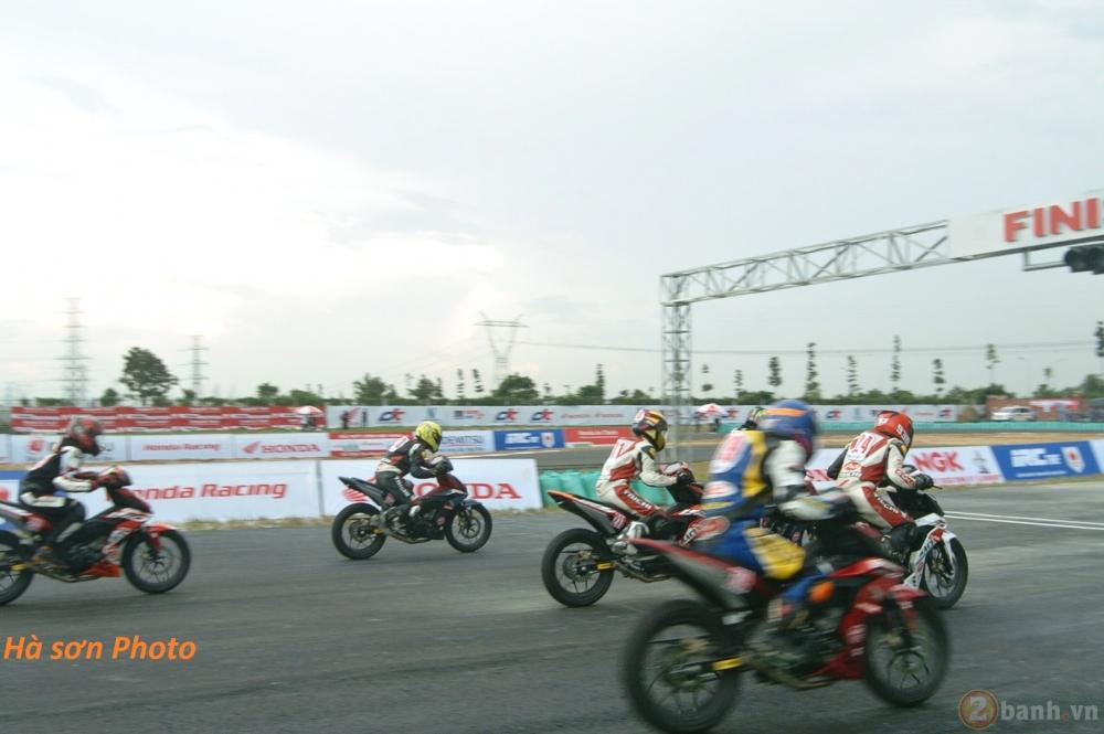 Clip Winner 150 Xe dua chay warm up truoc vong dua chung ket