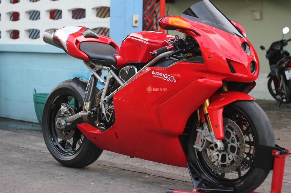 Huyen thoai troi day Ducati 999S trong ban nang cap day an tuong