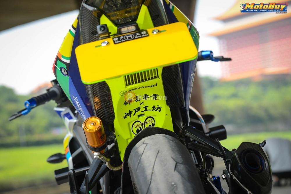 Yamaha R3 noi bat trong ban do cuc chat voi phong cach Valentino Rossi - 11