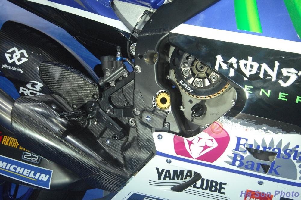 Clip Yamaha M1 phien ban Rossi lam khan gia Viet me man - 12