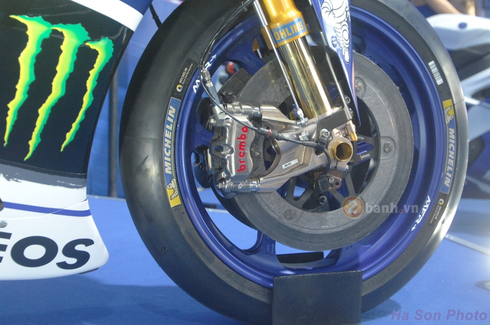Clip Yamaha M1 phien ban Rossi lam khan gia Viet me man - 10