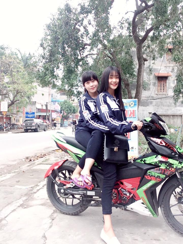 Nu sinh ngot ngao khoe dang ben Winner 150 kieng - 7