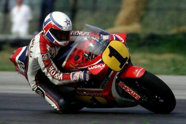 Kenny Roberts Jr va Marco Lucchinelli da duoc trao tang danh hieu cao quy Huyen thoai MotoGP